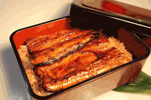 うなぎの美味しい食べ方-黄金色まで焼いたら盛り付けます